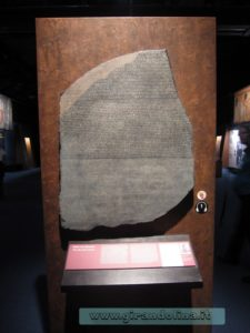 La copia della Stele di Rosetta