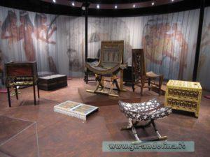 Gli sgabelli e le sedie dell' arredamento del re