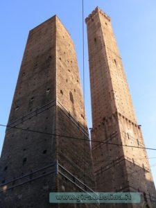 Le due Torri, la Torre Garisenda e la Torre degli Asinelli