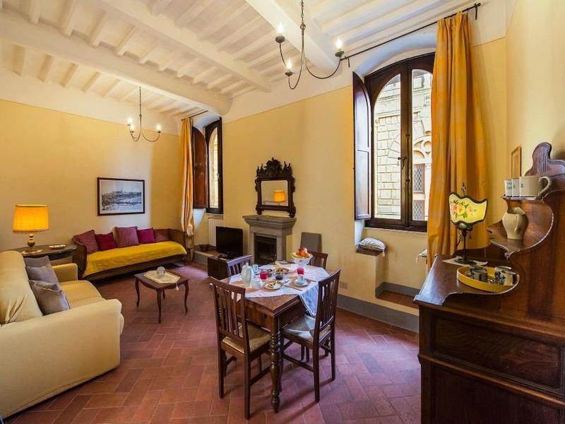 Uno dei più bei appartamenti sul corso principale di Pienza offerti da Halldis