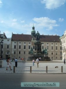 L' AugustinerKirche, la piazza