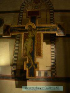 Chiesa di Santa Croce, il Crocefisso di Cimabue, danneggiato dall' alluvione del 1966