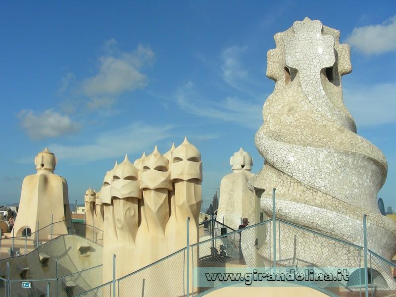 Il tetto con i caratteristici camini di Casa Milà ', opera di Gaudì