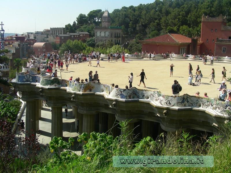 Parc Guell , la panchina più lunga al mondo
