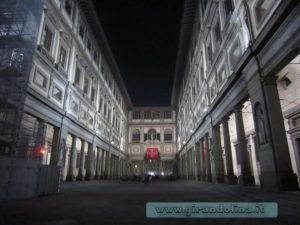 Galleria degli Ufizzi in notturna