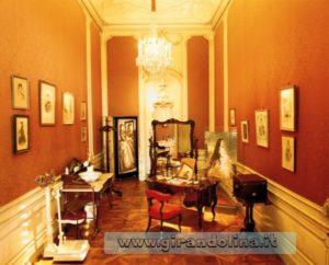 Camera della Principessa Sissi all' interno del Castello di Schonbrunn