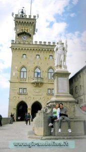 Piazza della Libertà con il Palazzo Pubblico