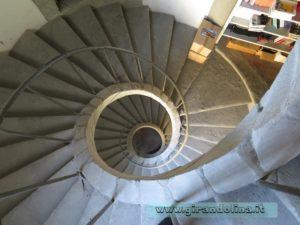 La scala trecentesca, all' interno del Palazzo Comunale di Pistoia