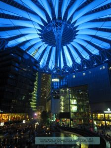 Tendone-blu-Sony Center- Berlino