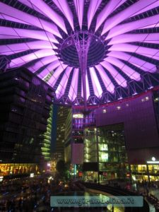 Tendone-rosa-Sony Center- Berlino