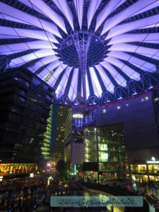Tendone-viola-Sony Center- Berlino