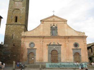 Civita di Bagnoregio, al piazza principale del borgo