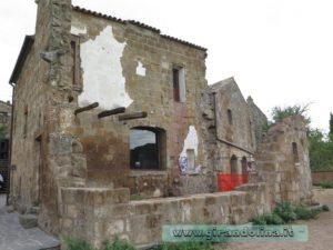 La casa distrutta di Civita di Bagnoregio