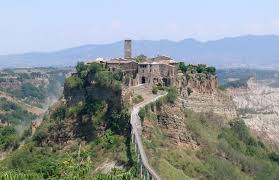 Civita di Bagnoregio (ph wikipedia)
