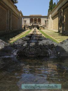 Palazzo Farnese Caprarola, la fontana nel parco