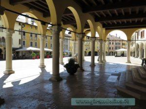 Piazza del Popolo e i suoi portici