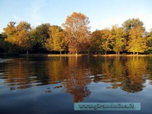 Il lago del parco di Villon Puccini a Pistoia