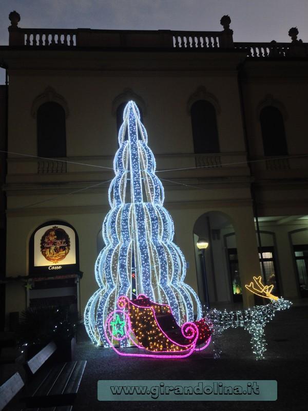 Albero di Natale all'interno della Casa di Babbo Natale