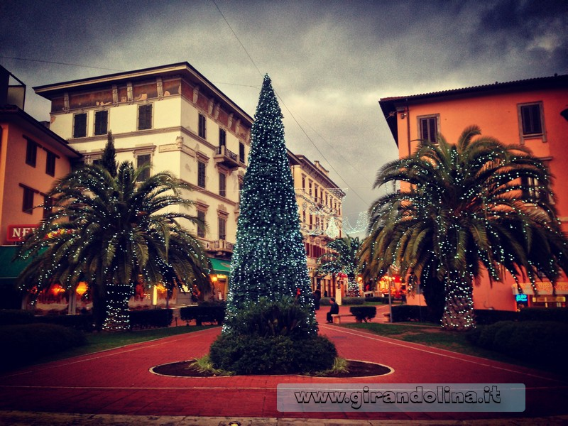 Il centro storico di Montecatini Terme, addobbato a festa