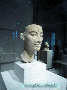 Uno dei busti di Nefertiti presenti al Neues Museum