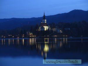 Isola di Bled notturna