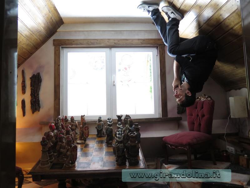 Haus Steht Kopf, la scacchiera