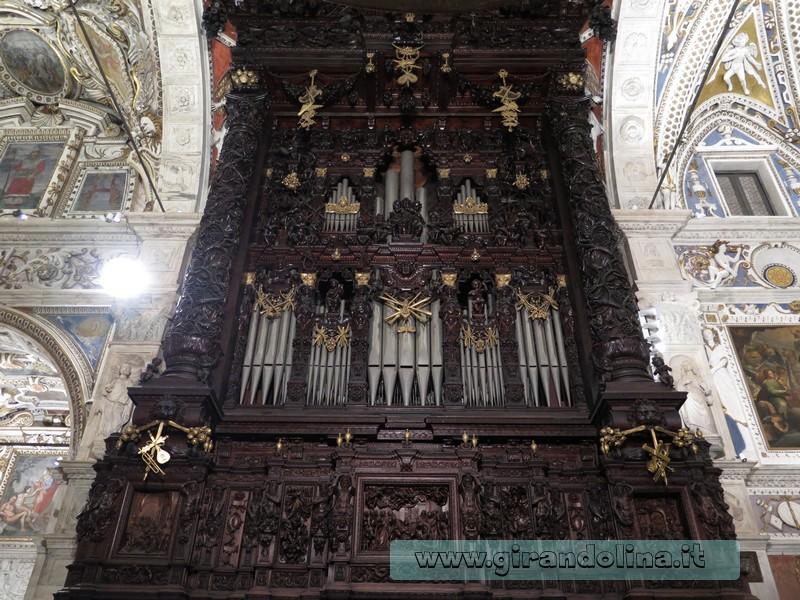 L 'Organo all' interno della Basilica della Madonna di Tirano