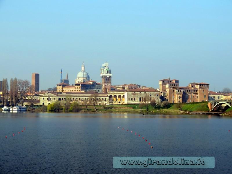 Panorama di Mantova dal Campo Canoe, in zona Sparafucile