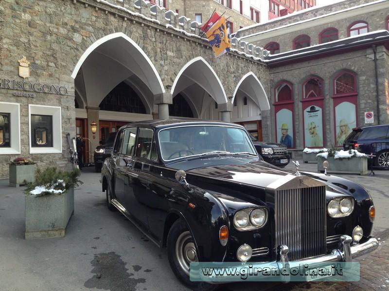Una Rolls Royce davanti al Badrutt Palace Hotel