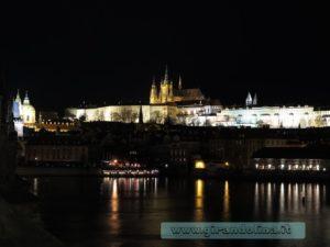 Il Castello di Praga in notturna
