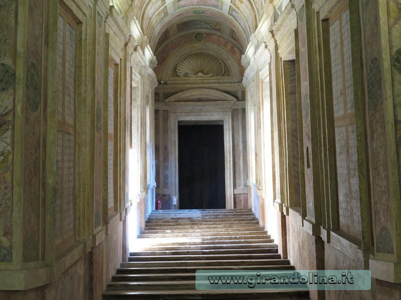 Lo scalone del Castello di Mantova