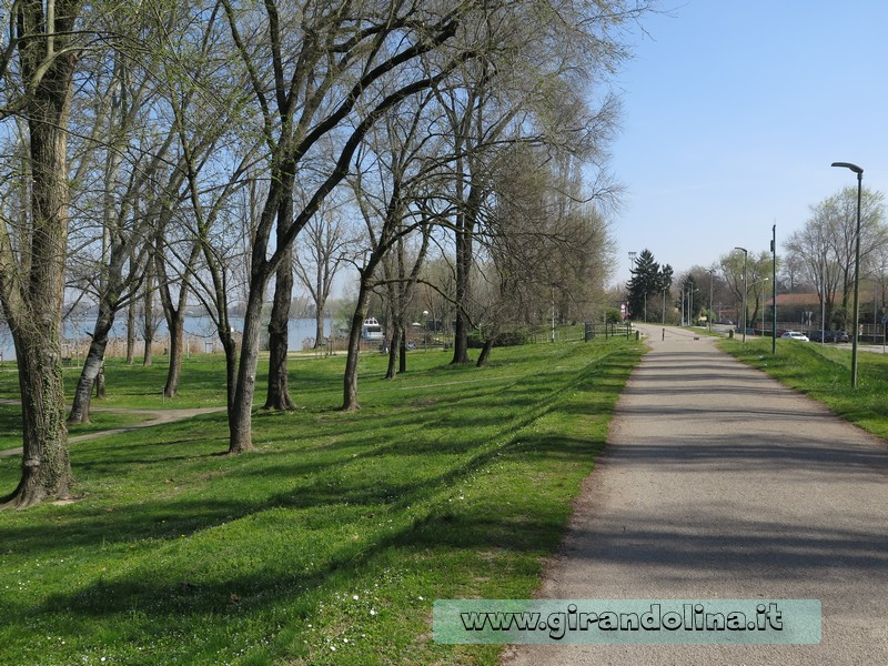 La pista ciclabile nel Lungo Lago