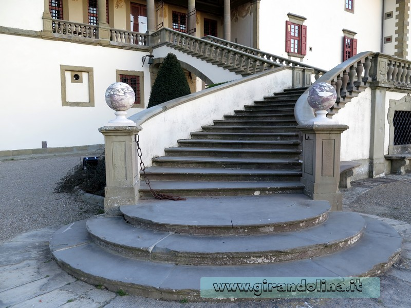 La scalinata della Villa Medicea di Artimino