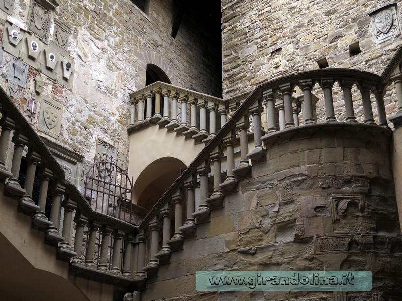 Castello di Poppi, la scalinata interna