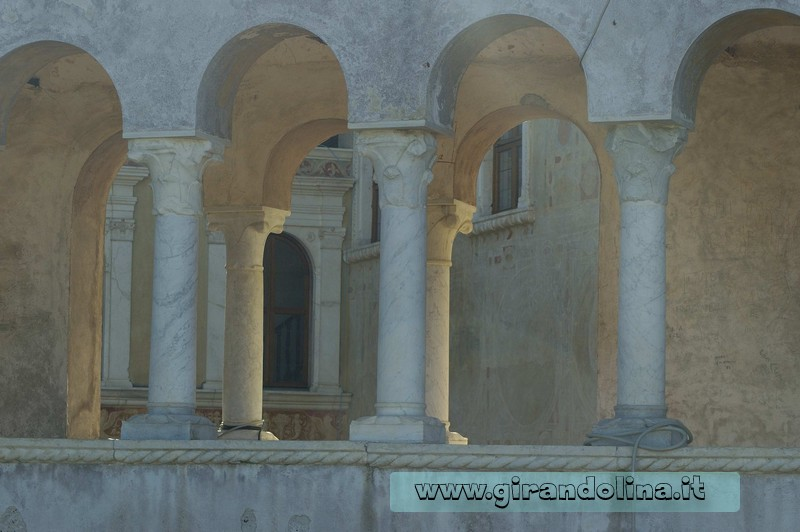 Il Castello Malaspina di Massa, il colonnato