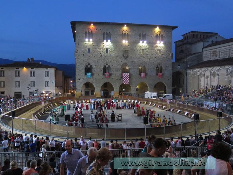 Giostra dell 'Orso di Pistoia in Piazza Duomo