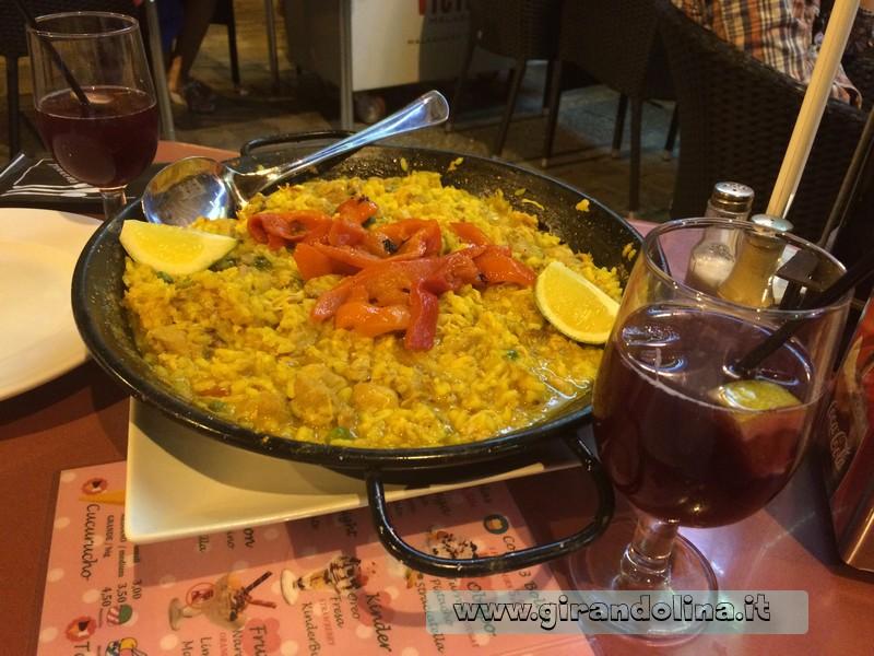Paella e Tinto de Verano, binomio perfetto- Andalusia