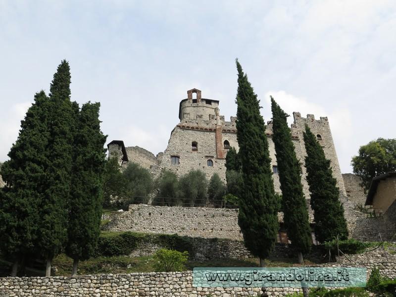 Castello di Avio, vista dal parcheggio