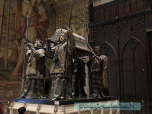 La Cattedrale di Siviglia, la tomba di Cristoforo Colombo