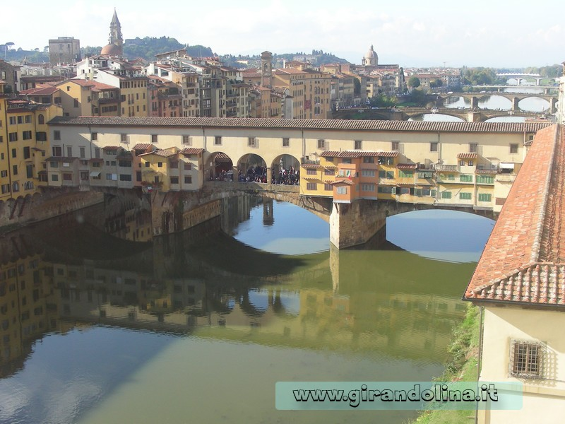 Firenze , il Ponte Vecchio con sopra il Corridoio Vasariano