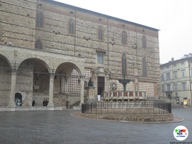 Perugia in un giorno le cose imperdibili da vedere for Arredare milano piazza iv novembre