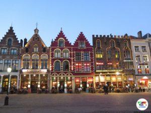 Piazza Burg di Bruges al tramonto