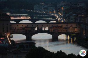 Il Ponte Vecchio di Firenze al tramonto veduta dal Piazzale Michelangelo