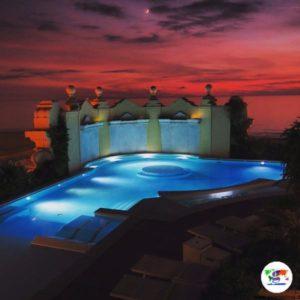 La piscina panoramica sulla terrazza del Grand Hotel Principe di Piemonte di Viareggio