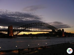 Harbour Bridge di Sydney al tramonto