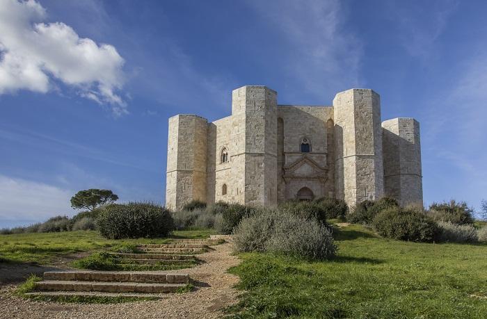 Castel Del Monte (ph Skyscanner)