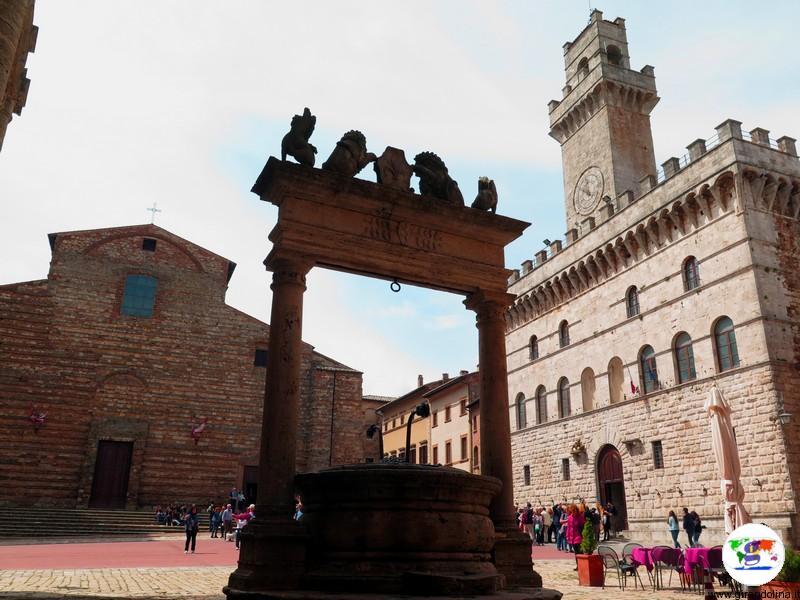 Montepulciano Piazza Grande , nella Toscana Centrale