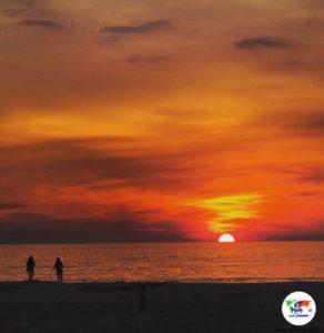 Il tramonto sul mare di Viareggio