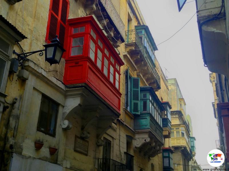 Malta, i favolosi balconi di La Valletta chiamati gallarija e gardjoli