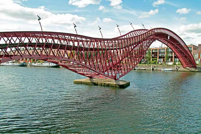 Ponte Python, Amsterdam, Paesi Bassi (ph skyscanner)